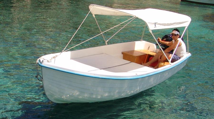 noleggio di barche e gommoni a castro marina salento